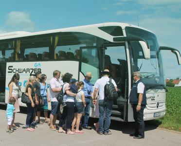 Schwarzer Busvermietung